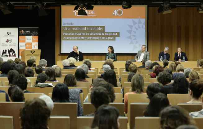 Mesa inaugural de la jornada con presencia institucional